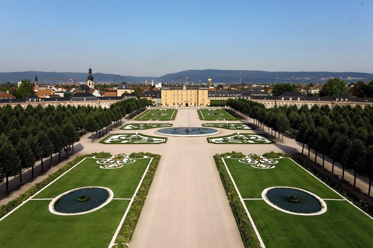 Schloss und schlossgarten schwetzingen for Gartenanlagen bilder