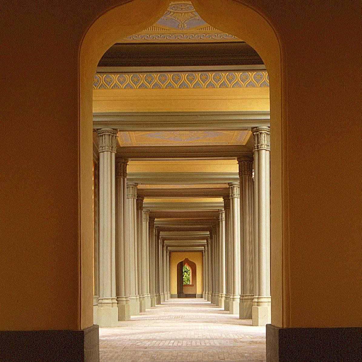 Kreuzgang der Moschee im Schlossgarten von Schloss Schwetzingen; Foto: Staatliche Schlösser und Gärten Baden-Württemberg, Steffen Hauswirth