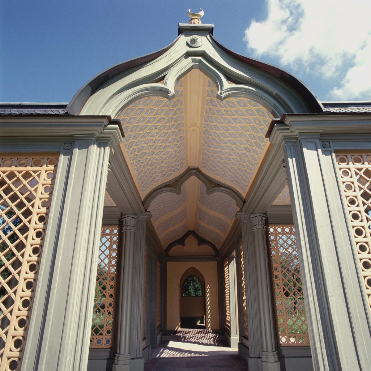 Dach des Wandelgangs der Moschee im Schlossgarten von Schloss Schwetzingen; Foto: Staatliche Schlösser und Gärten Baden-Württemberg, Steffen Hauswirth