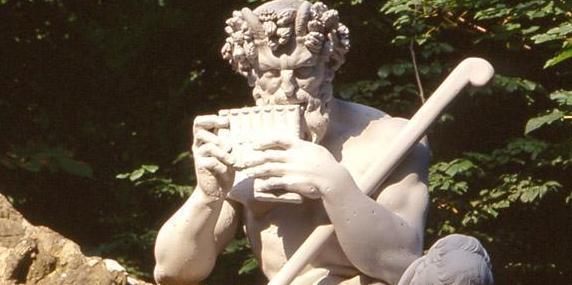 Skulptur des Pan im Schlossgarten von Schloss Schwetzingen; Foto: Staatliche Schlösser und Gärten Baden-Württemberg, Steffen Hauswirth