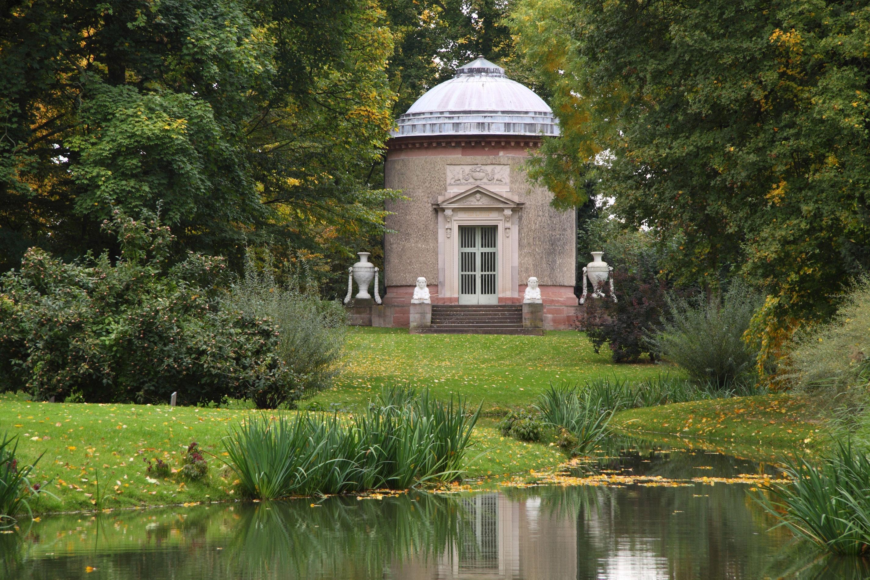 Tempel der Botanik im Schlossgarten von Schloss Schwetzingen