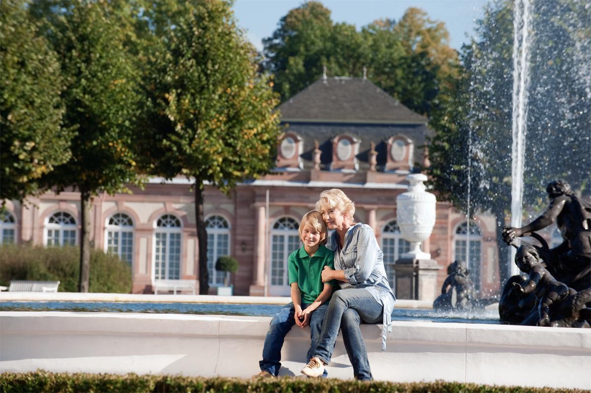 Schloss und Schlossgarten Schwetzingen, Außen, Besucher; Foto: Staatliche Schlösser und Gärten Baden-Württemberg, Niels Schubert
