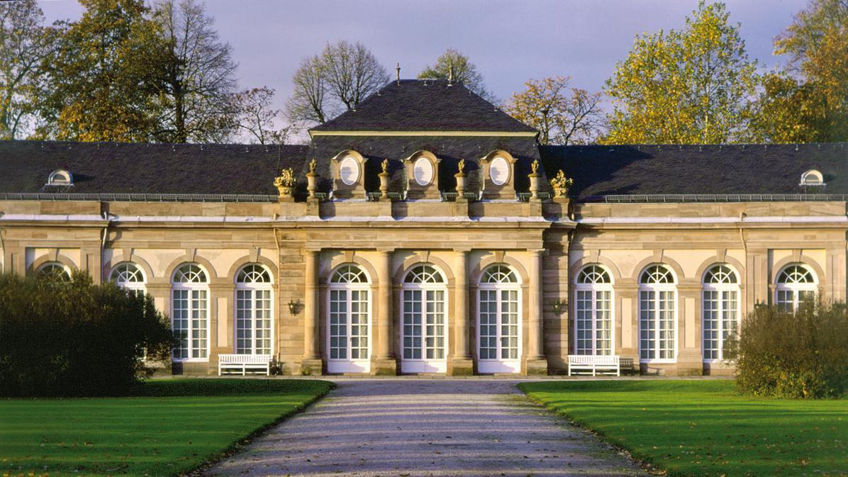 Außenansicht vom nördlichen Zirkelbau von Schloss Schwetzingen; Foto: Staatliche Schlösser und Gärten Baden-Württemberg, Jessen Oestergaard