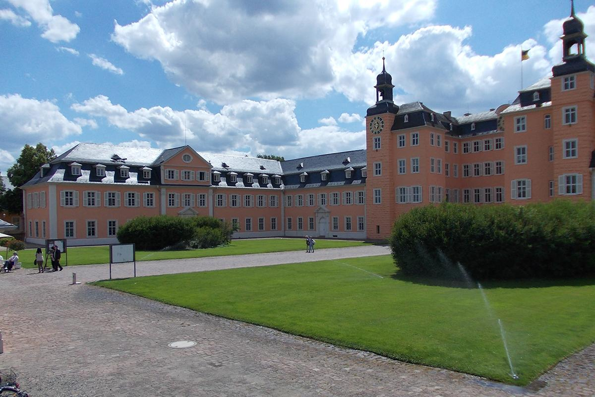 Schloss Schwetzingen, Ehrenhof; Foto: Staatliche Schlösser und Gärten Baden-Württemberg, Thorsten Kögel