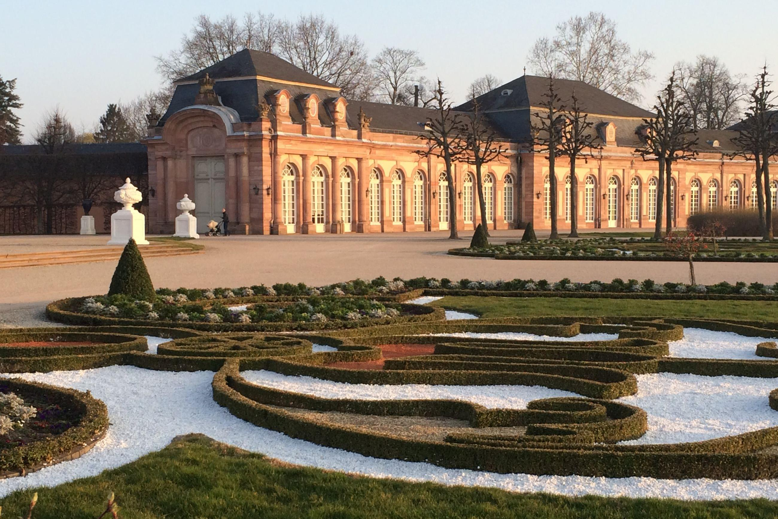 Schloss und Schlossgarten Schwetzingen, Außen, Südlicher Zirkelbau; Foto: Staatsanzeiger für Baden-Württemberg GmbH & Co. KG, Petra Schaffrodt