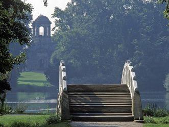 Brücke im Schlossgarten von Schloss Schwetzingen