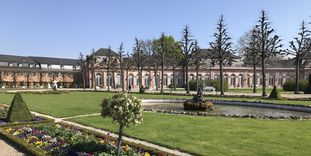 Schloss und Schlossgarten Schwetzingen, Frühlingsrabatten