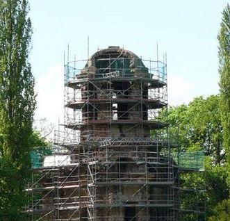 Merkurtempel im Schwetzinger Schlossgarten während der Sanierung