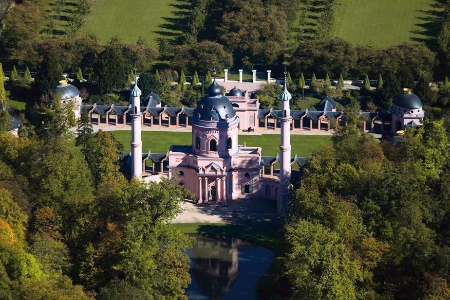 Gartenmoschee im Schlossgarten von Schloss Schwetzingen aus der Luft