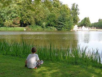 Besucher im Schlossgarten Schwetzingen
