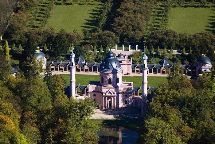 Moschee im Schlossgarten von Schloss Schwetzingen aus der Luft