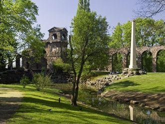Römisches Wasserkastell im Landschaftsgarten von Schloss Schwetzingen