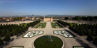 Der Garten von Schloss Schwetzingen aus der Luft