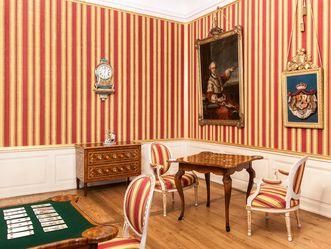 Das Konferenzzimmer mit Konferenztafel im Schloss Schwetzingen