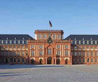 Barockschloss Mannheim, Außenansicht; Foto: Landesmedienzentrum Baden-Württemberg, Andrea Rachele